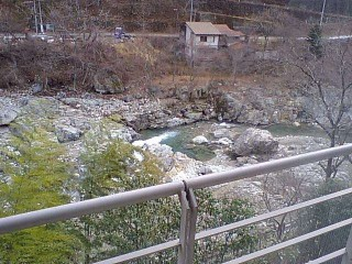 宿屋伝七外の川